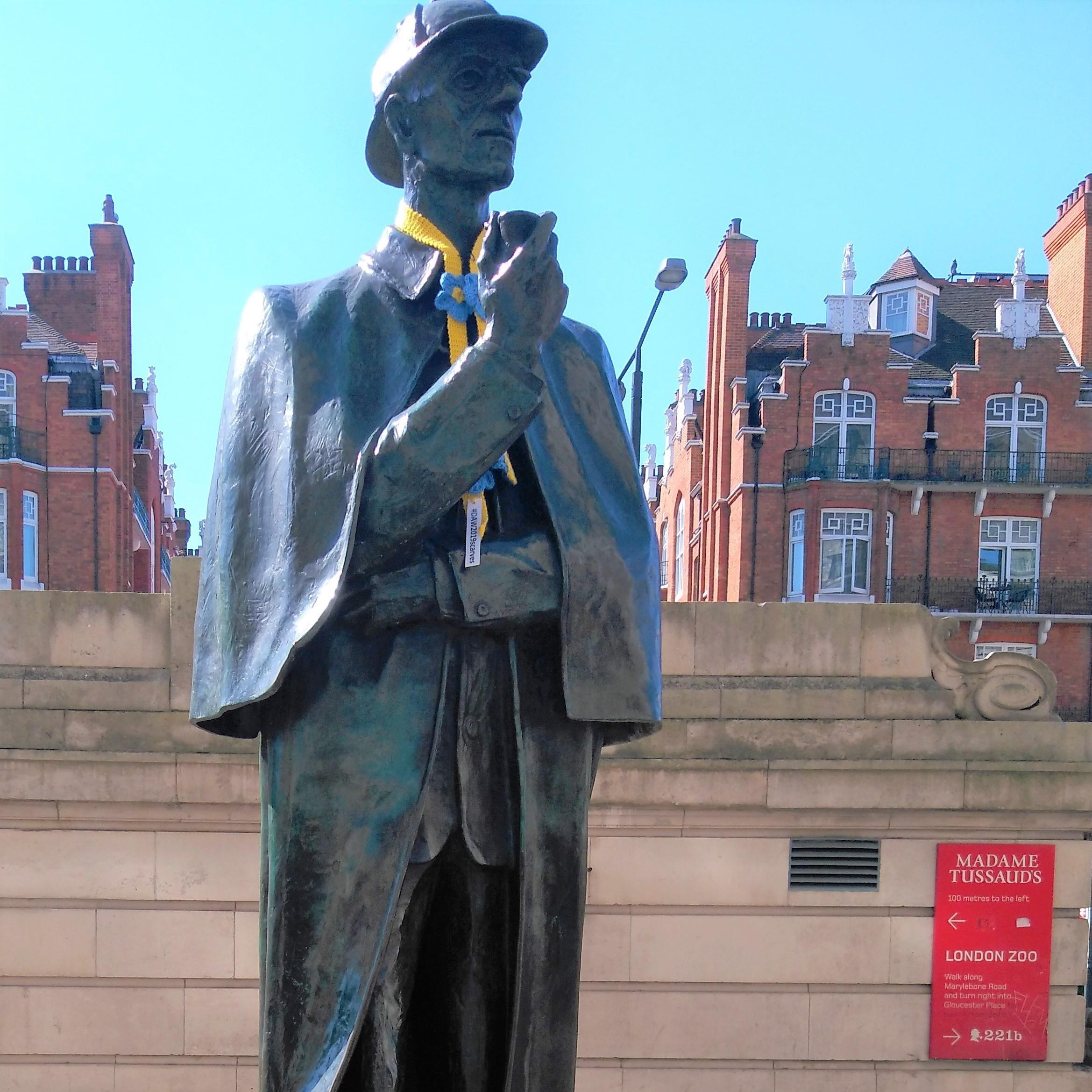 """Westminster statues draped with the """"forget me not"""" scarves"""